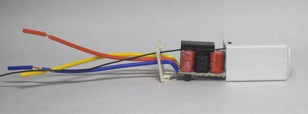 Bên trong công tắc cảm ứng chạm S168